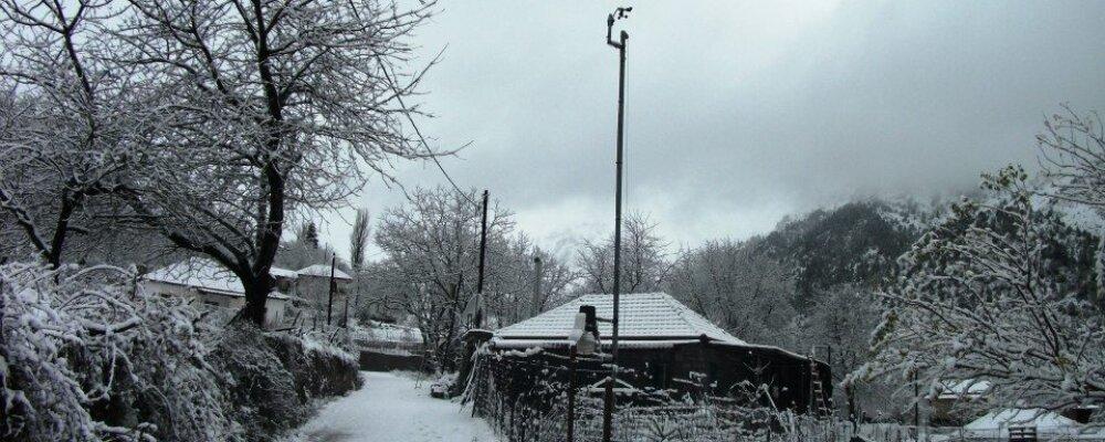 Εικόνες από το χιονισμένο χωριό.